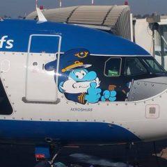 Catania, atterra l'aereo dei Puffi