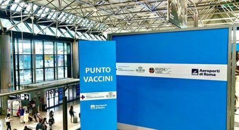 Roma, si somministrano vaccini all'aeroporto