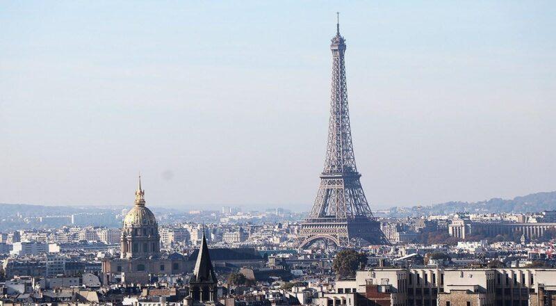 Il funambolo sopra Parigi. Seicento metri da brividi
