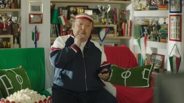 """Il """"Porca puttena"""" di Oronzo Canà (Lino Banfi) sparisce dallo spot tv"""